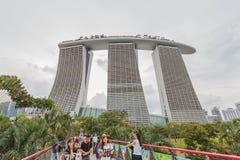 СИНГАПУР - пески залива Марины 8-ое августа 2014 финансовый район, главная туристическая достопримечательность в Сингапуре Стоковое Изображение