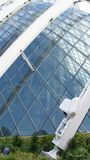 СИНГАПУР - 3-ье апреля 2015: Деталь здания купола цветка в парке садовничает заливом Стоковые Фото
