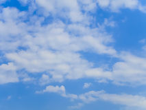 Синее небо с облаком на яркий день Стоковые Фото