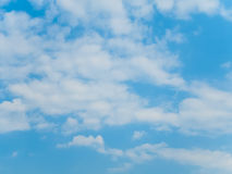 Синее небо с облаком на яркий день Стоковая Фотография RF