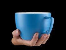 Сине- морская чашка цвета - mug на черной предпосылке Стоковое Изображение