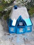 Синий небольшой дом игрушки Нового Года стоковое фото rf