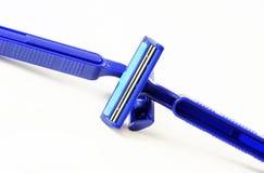 2 сини брея бритвы изображение наушников черноты близкое изолировало пусковую площадку микрофона мягко вверх по белизне Стоковые Изображения RF