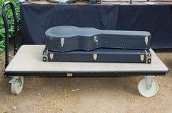 синтезатор хранения гитары случая Стоковые Фото