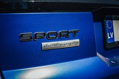 Синь автобиографии спорта Range Rover стоковая фотография rf