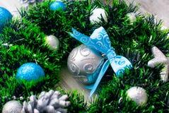 Синь венка рождества, серебр и белый цвет Стоковое фото RF