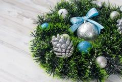 Синь венка рождества, серебр и белый цвет Стоковые Изображения RF