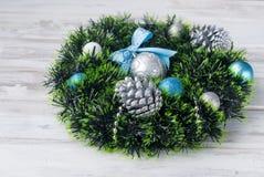 Синь венка рождества, серебр и белый цвет Стоковые Фотографии RF
