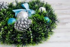 Синь венка рождества, серебр и белый цвет Стоковые Изображения