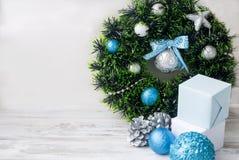 Синь венка рождества, серебр и белый цвет Стоковое Изображение