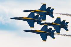 Синь двигает под углом шершни F/A-18 Стоковое Изображение RF