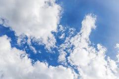 синь заволакивает белизна неба 1 предпосылка заволакивает пасмурное небо Стоковое Изображение