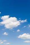 синь заволакивает белизна неба Стоковая Фотография RF
