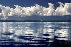 синь заволакивает небо моря Стоковое Изображение RF
