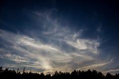 синь заволакивает белизна неба Стоковое фото RF