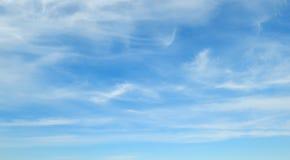 синь заволакивает небо Стоковое Изображение RF