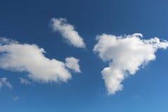 синь заволакивает небо Стоковые Изображения