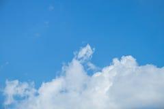 синь заволакивает небо Стоковая Фотография RF