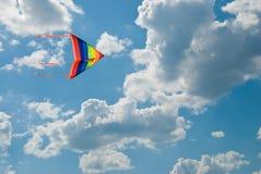 синь летает небо радуги змея Стоковые Изображения RF
