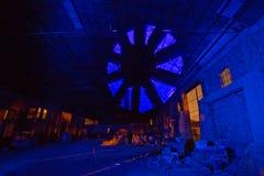 Синь ночи фабрики стоковая фотография