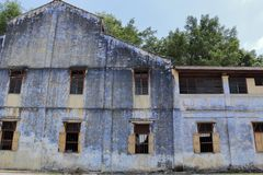 Синь покрасила стену старых shophouses в Tronoh Стоковое фото RF