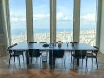 синь предводительствует древесину таблицы конференц-зала Стоковое Изображение RF