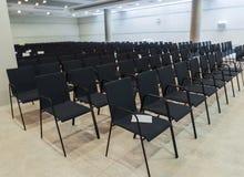 синь предводительствует древесину таблицы конференц-зала Стоковые Изображения