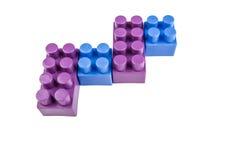 Синь фиолетовые строительные блоки на белизне Стоковые Фото