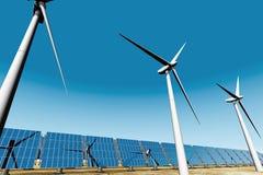 синь 3d обшивает панелями турбины неба солнечные под ветром Стоковое Изображение RF