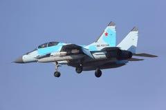 СИНЬ Mikoyan Gurevich MiG-35 702 русской посадки военновоздушной силы на авиапорте Zhukovsky - Ramenskoe Стоковое Фото