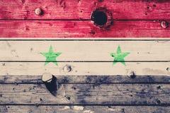 Сирийский флаг покрашенный на выдержанной деревянной доске флаг Швеция абстрактная текстурированная предпосылка Стоковое фото RF
