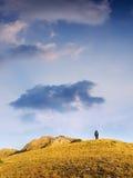 сиротливая гора человека к гулять Стоковые Фотографии RF