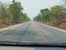 Сиротливое управляя путешествие - перспектива/точка зрения водителя стоковая фотография