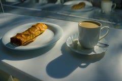 Сиротливый завтрак в кафе Стоковое Фото