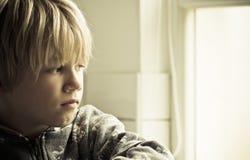 Сиротливый мальчик Стоковое фото RF