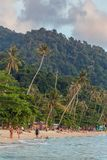 Сиротливый пляж на острове Chang Koh во время захода солнца в Таиланде Стоковое Изображение RF