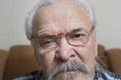 Сиротливый старик с больными глазами Стоковое фото RF