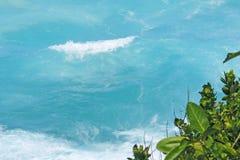 Сиротливая голубая волна около острова Praslin побережья Стоковые Изображения RF