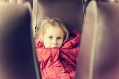 Сиротливая девушка в поезде Стоковые Фотографии RF