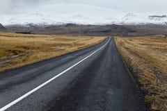 Сиротливая дорога на полуострове Snaefellsnes. Стоковое Изображение RF