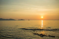 Сиротливая шлюпка в море Стоковые Изображения RF