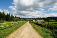Сельская дорога в горах. стоковая фотография rf