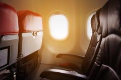 Сиротливое перемещение самолетом где-то, путешествие для дела самолетом и видят из окна, взгляда неба от воздушного путешествия Стоковые Фото