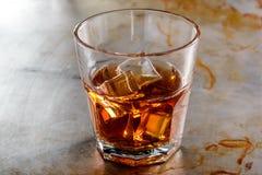 Сиротливое стекло с вискиом Стоковая Фотография RF