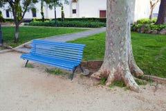 Сиротливый деревянный стенд в парке Стоковое Фото