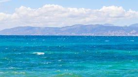 Сиротливый серфер в море Стоковое Изображение RF