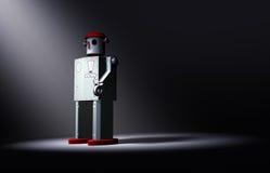 Сиротливый, старый робот игрушки олова смотрит на свет Стоковые Фотографии RF