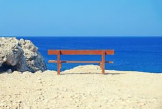 Сиротливый стенд на seashore Стоковые Фото