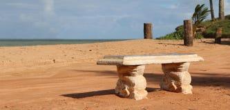 Сиротливый стенд рядом с песочной дорогой Стоковая Фотография RF