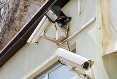 Система безопасности видеокамеры на стене здания Стоковые Изображения RF